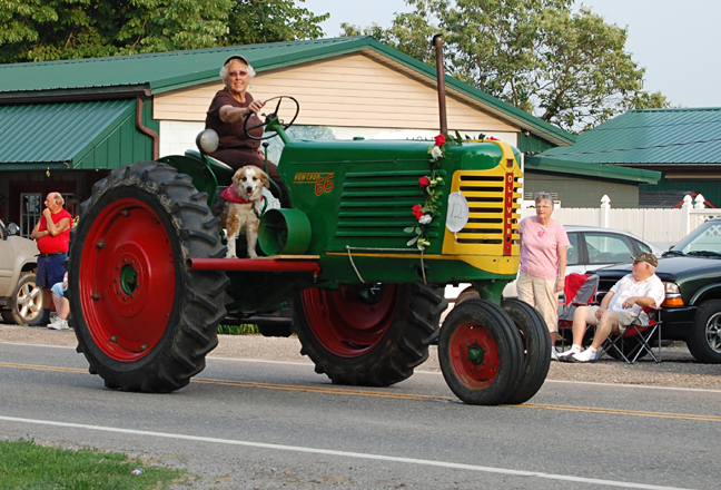 Tractor Parade Seat : Parades tractor pulls and small town smiles farmgirl