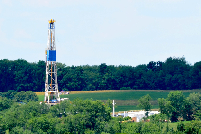 Gas well drilling rig