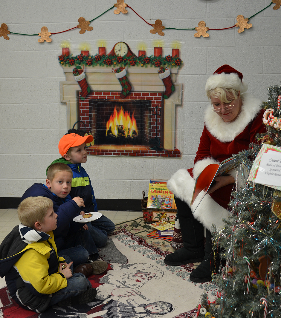 Mrs. Claus reading to visitors